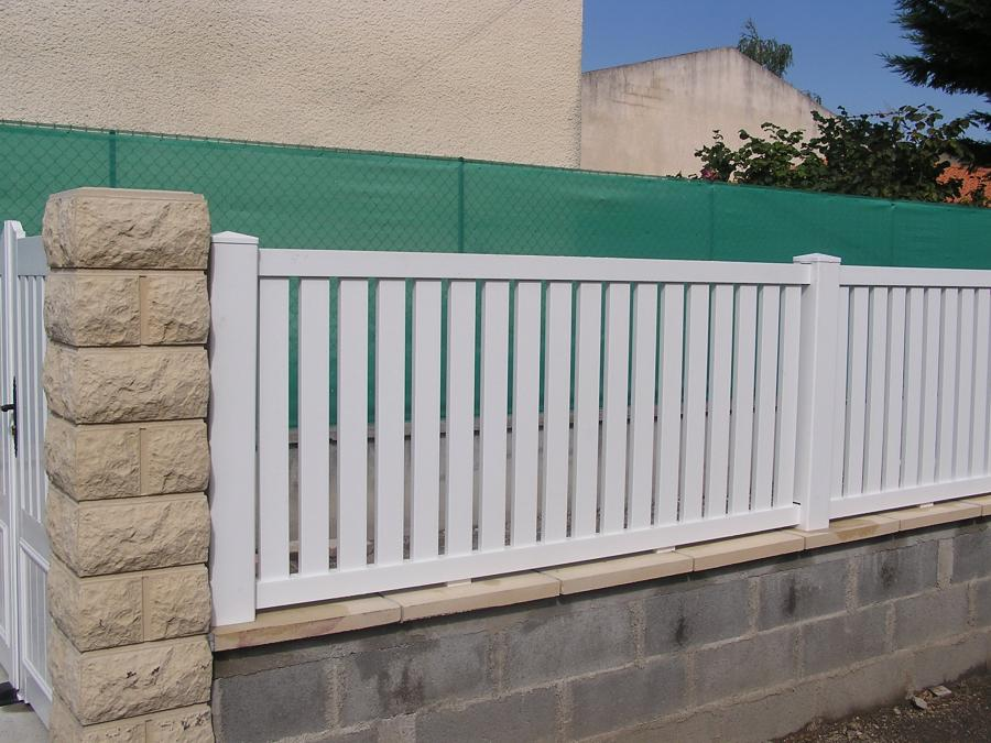 Montage cl ture pvc sur muret for Cloture exterieur pvc